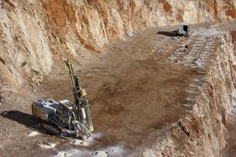 shutterstock_drill rig
